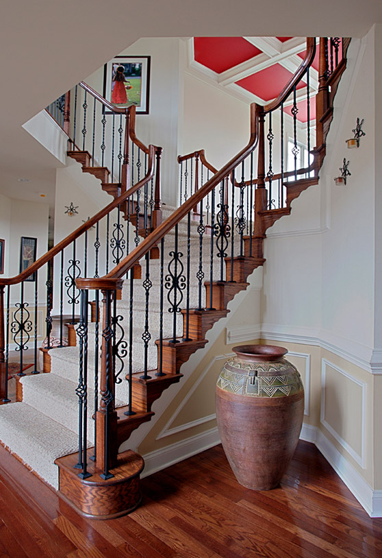 Modern split access staircase